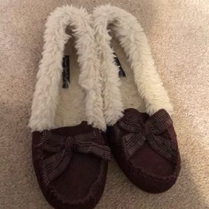 American Eagle Outfitters Fuzzy Maroon Moccasins